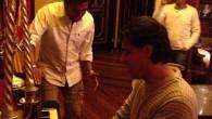 Alex Campo y Luis Campo cantan en restaurante