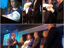 Eric Molano y su esposa presentan a su hijo