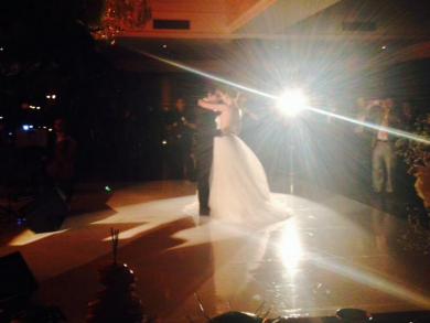 Adrian Roberto junto a Priscila Ruiz en su boda