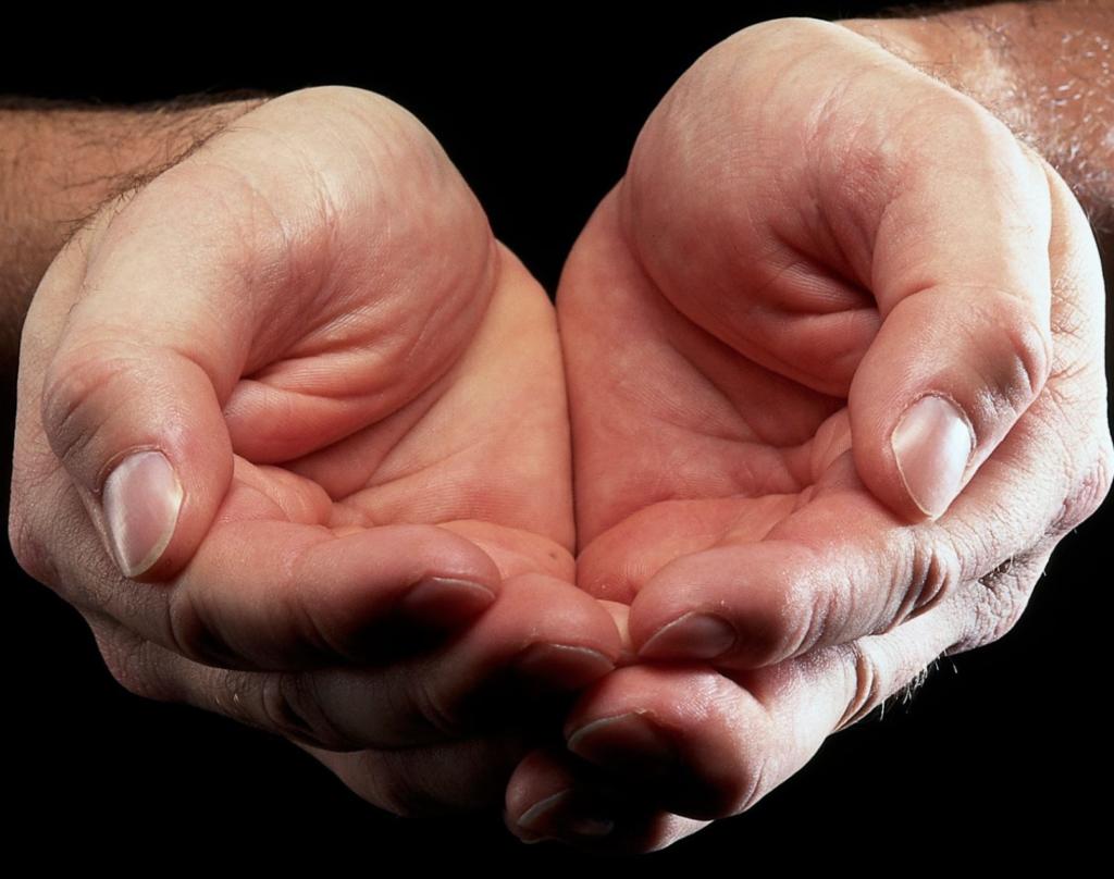 manos extendidas entregar todo  adoracion